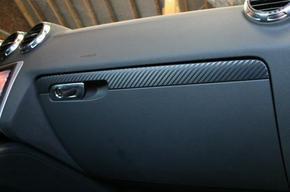 Carboncoating decoration Trim over glovebox
