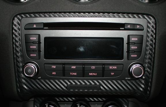 Beschichtung Carbonoptik für das Radio außen