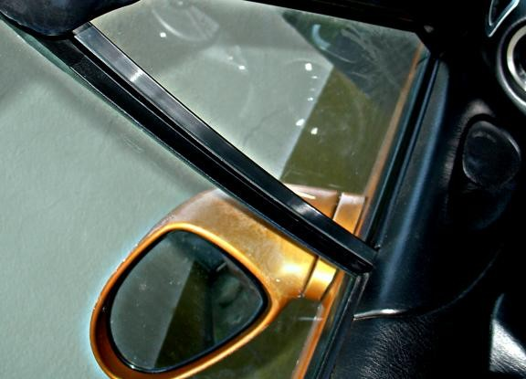 2 trims Window braces inside