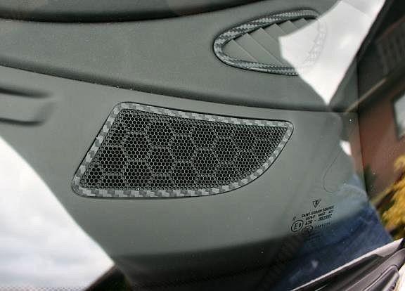 Beschichtung Carbonoptik für die Lautsprecher R+L