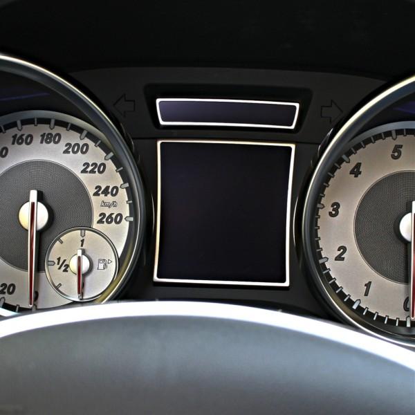Frames Speedometer, 2 Trims